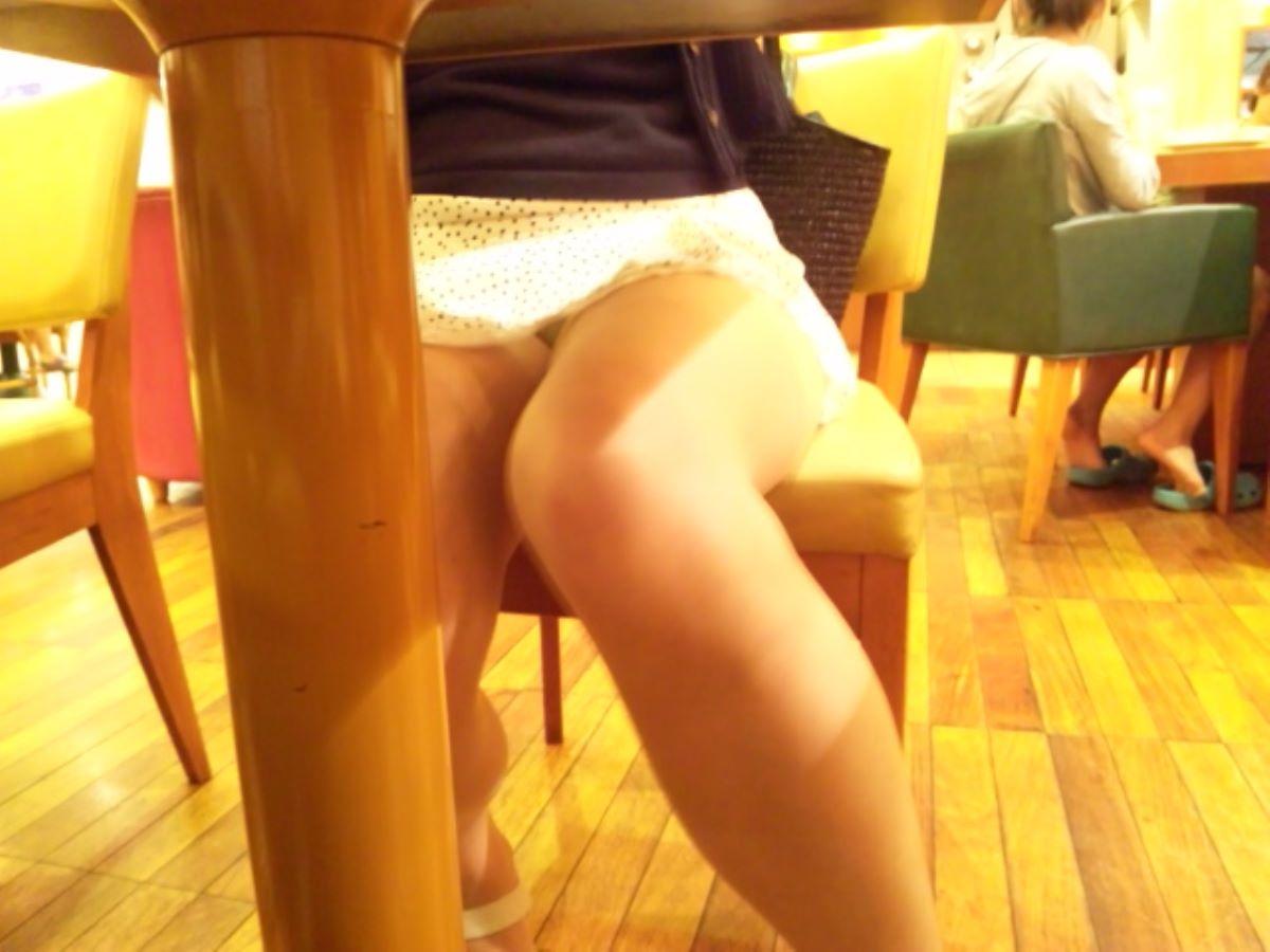 机の下 テーブルの下 パンチラ 盗撮 76