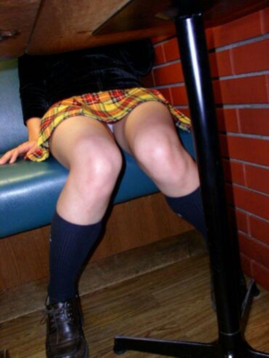 机の下 テーブルの下 パンチラ 盗撮 90
