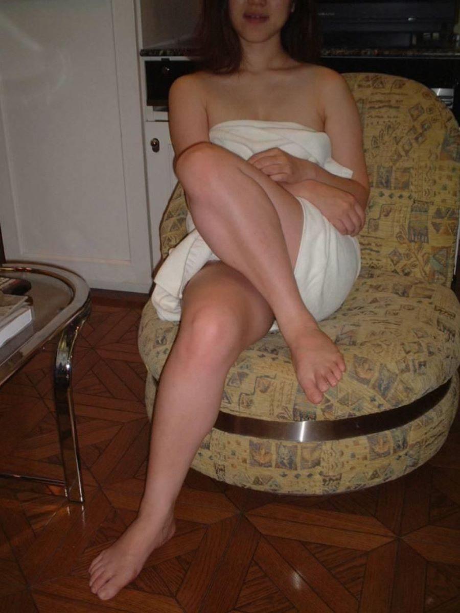 バスタオル姿 全裸 タオル一枚 エロ画像 34