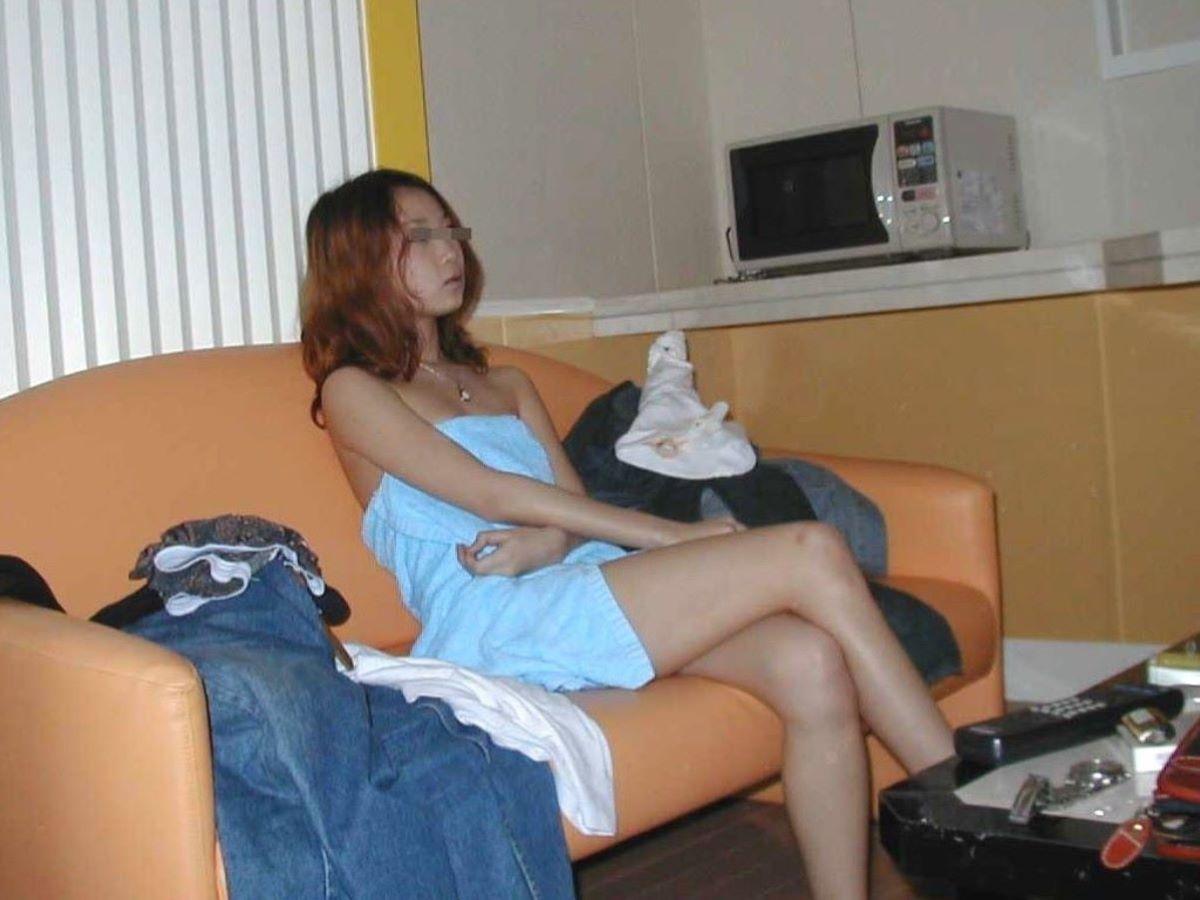 バスタオル姿 全裸 タオル一枚 エロ画像 48