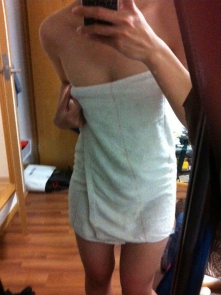 バスタオル姿 全裸 タオル一枚 エロ画像 62