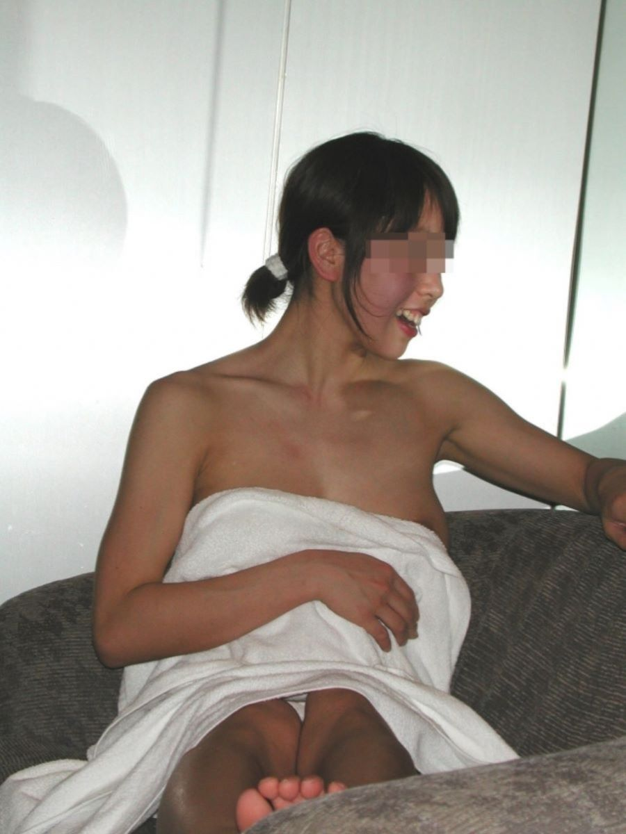 バスタオル姿 全裸 タオル一枚 エロ画像 73