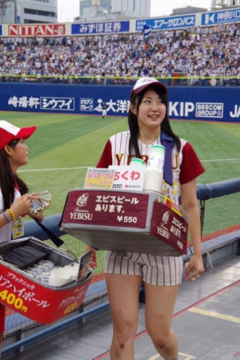 ビール売り子 エロ画像 4