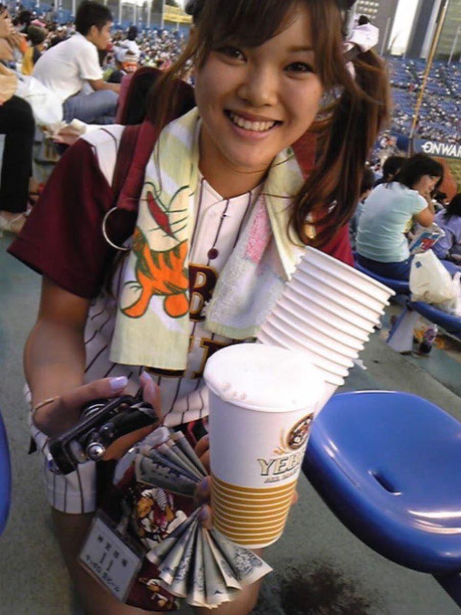 ビール売り子 エロ画像 7