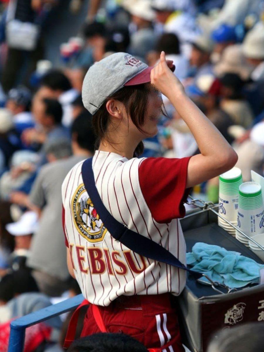 ビール売り子 エロ画像 10