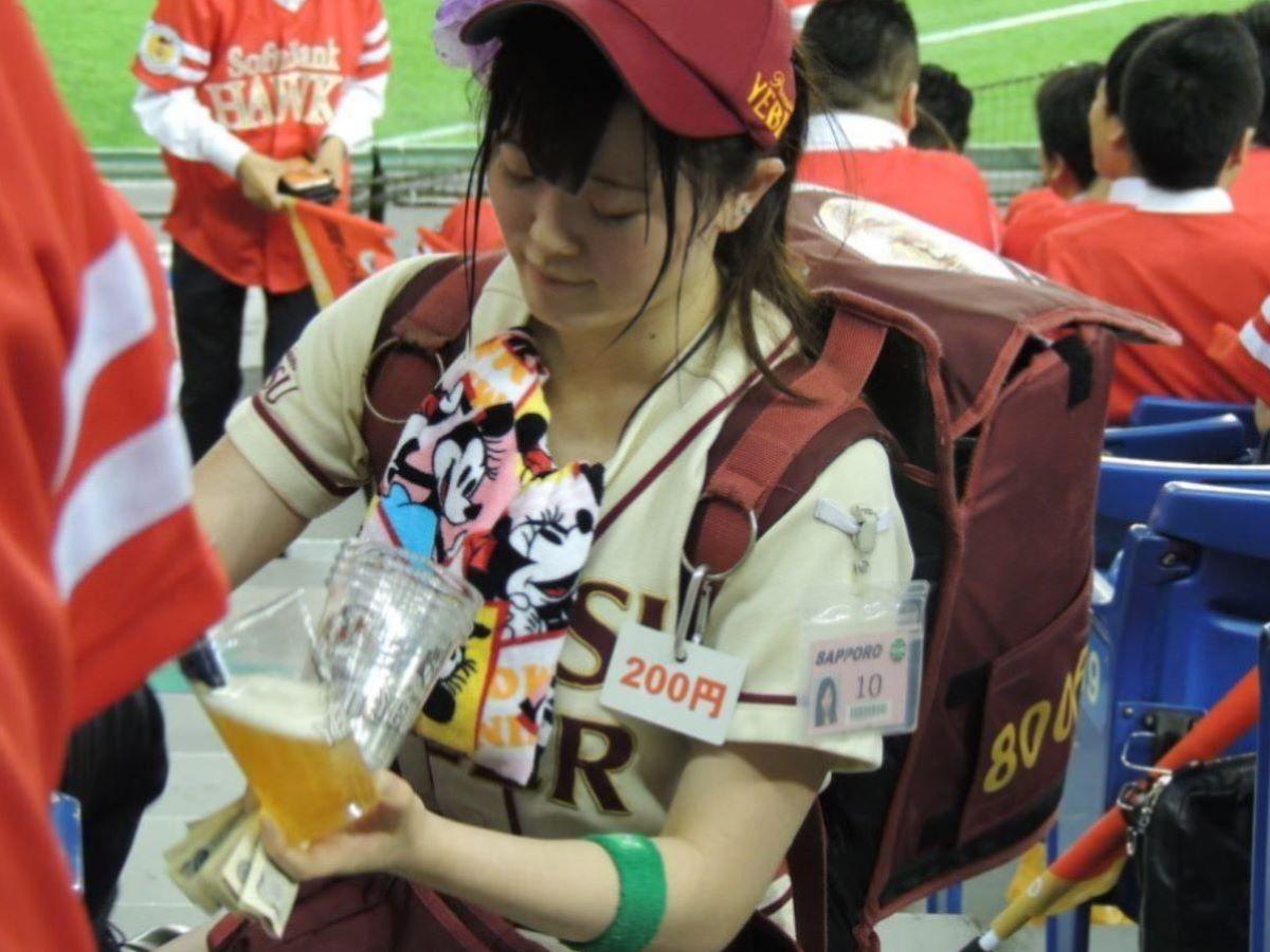 ビール売り子 エロ画像 14