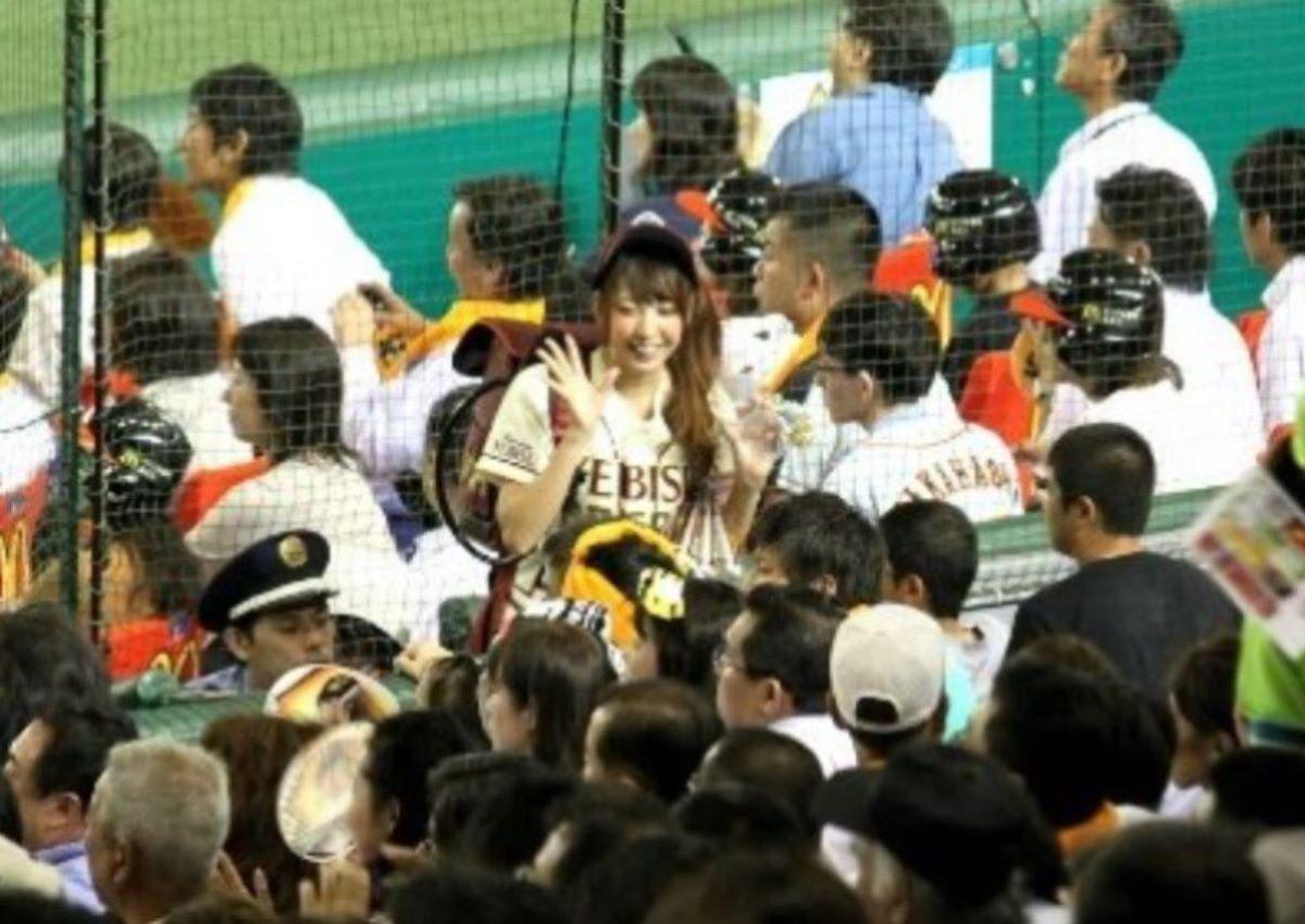 ビール売り子 エロ画像 16