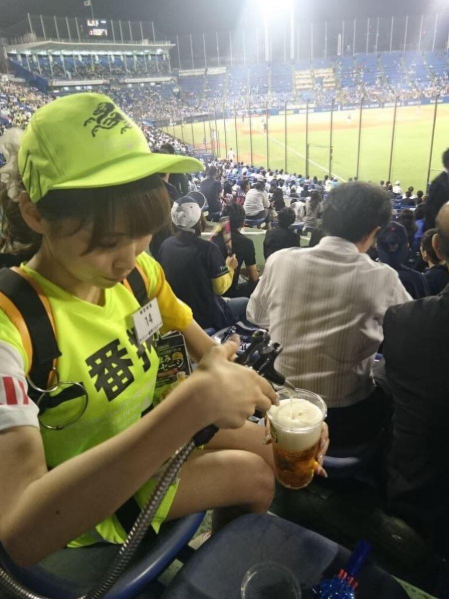 ビール売り子 エロ画像 18