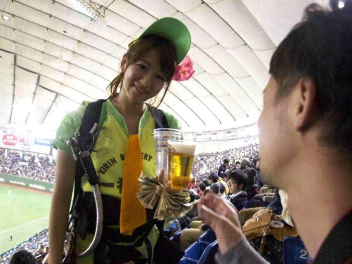 ビール売り子のエロ画像!!野球場に行きたくなる120枚