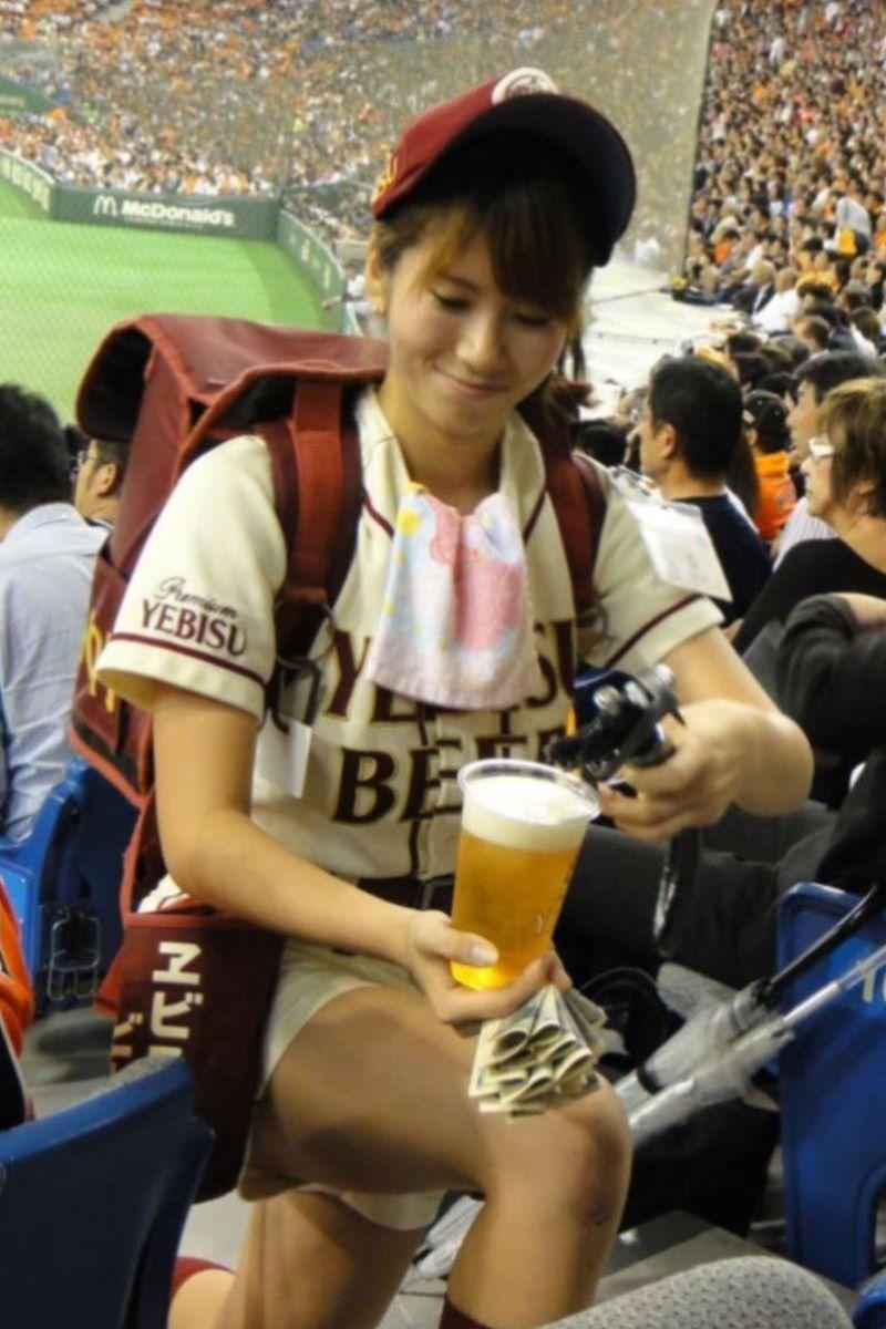 ビール売り子 エロ画像 24