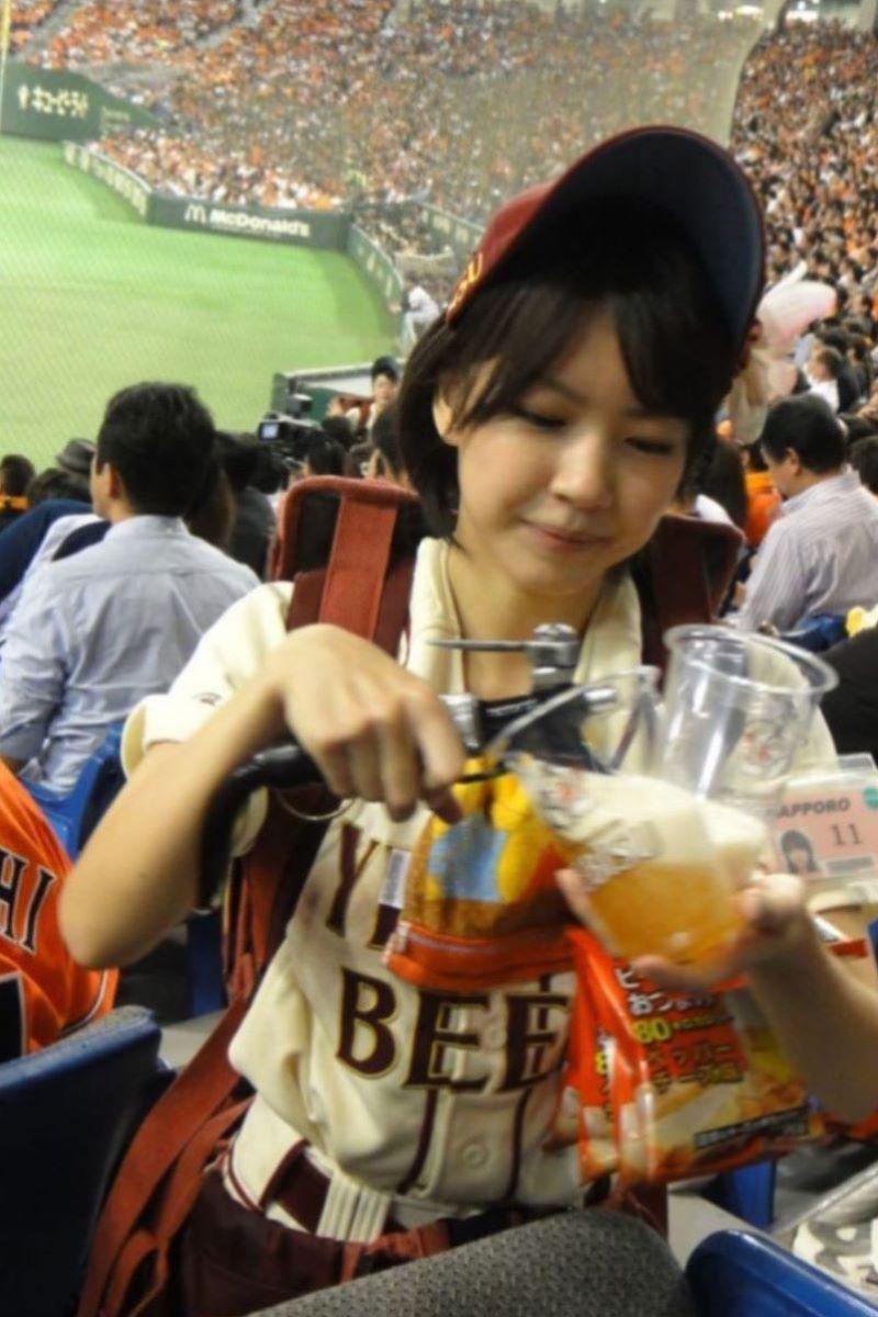 ビール売り子 エロ画像 25