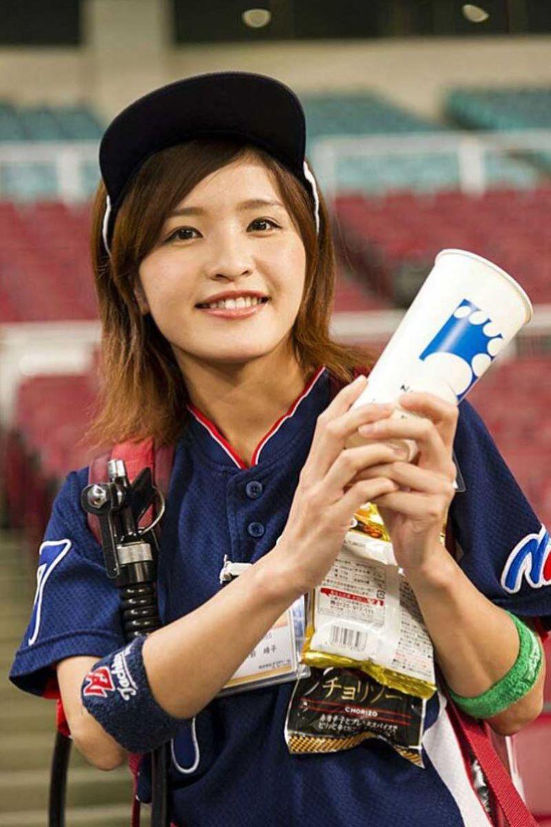 ビール売り子 エロ画像 30