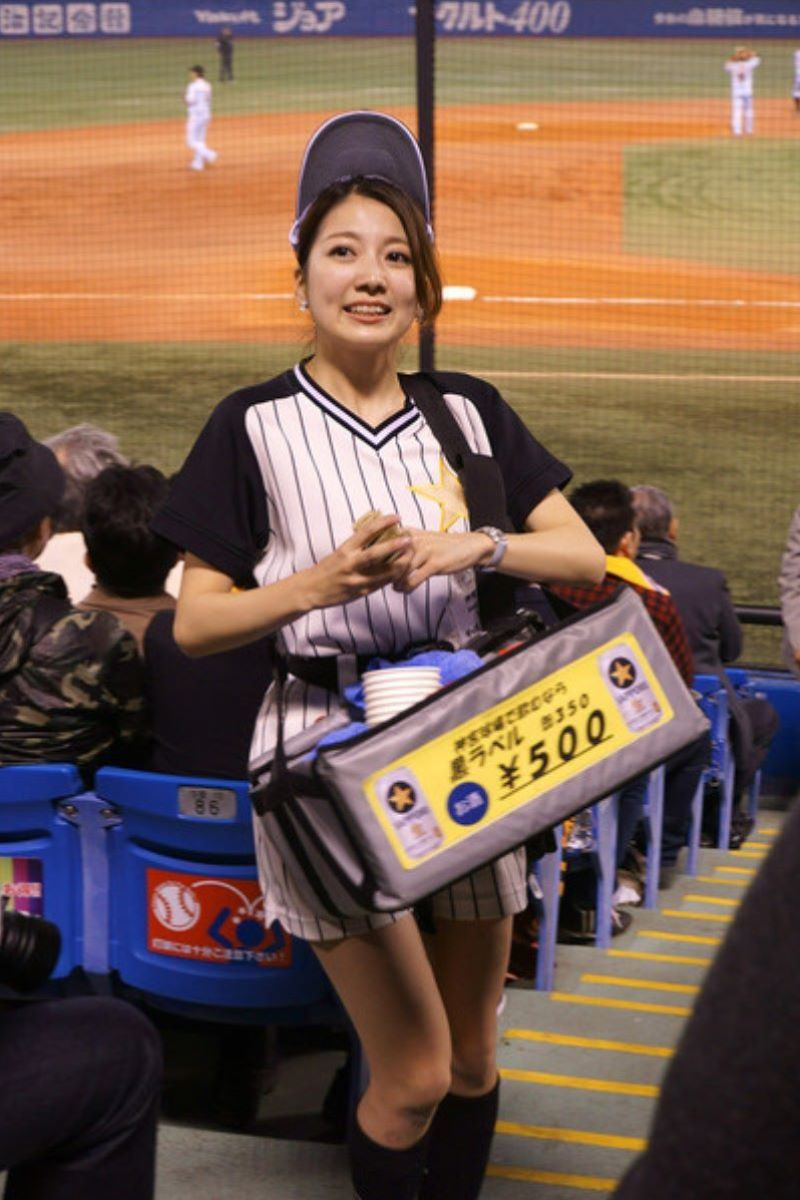 ビール売り子 エロ画像 34