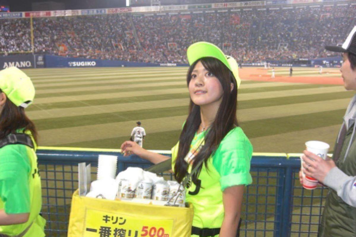 ビール売り子 エロ画像 36