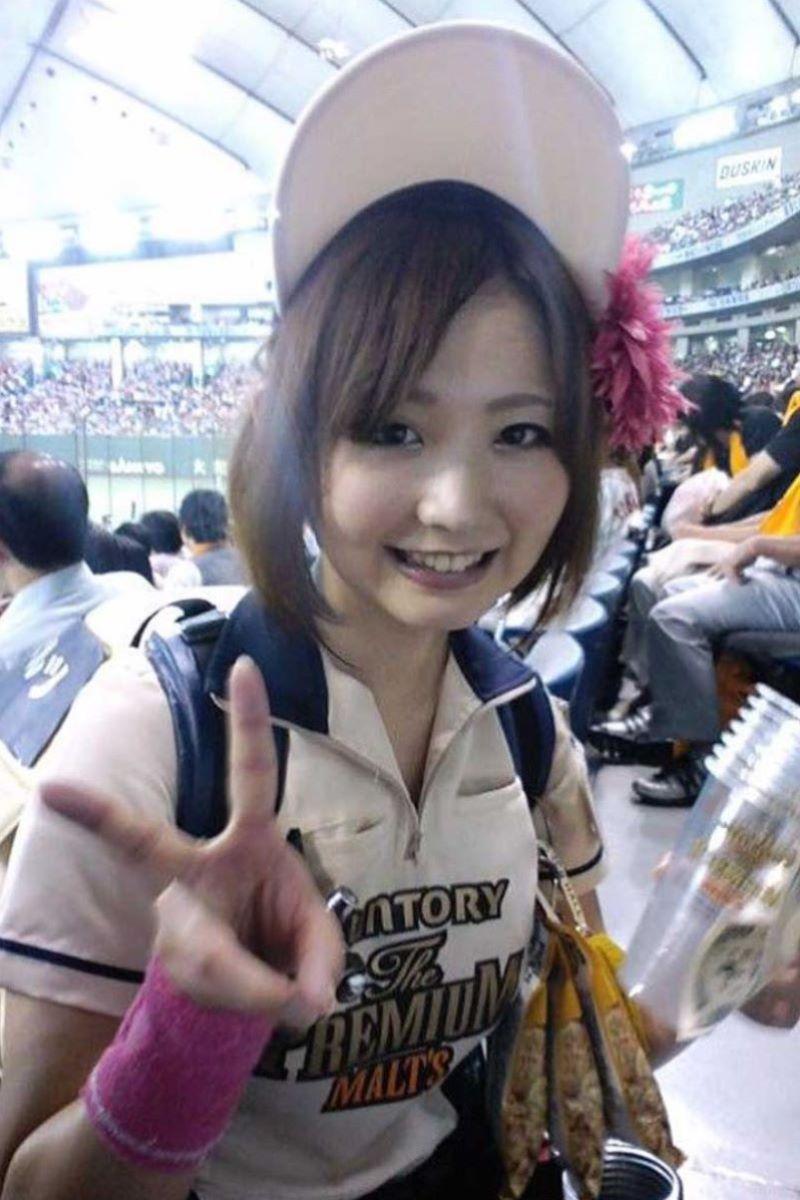 ビール売り子 エロ画像 42