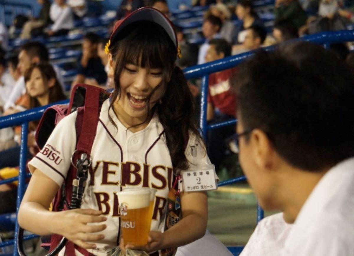 ビール売り子 エロ画像 43