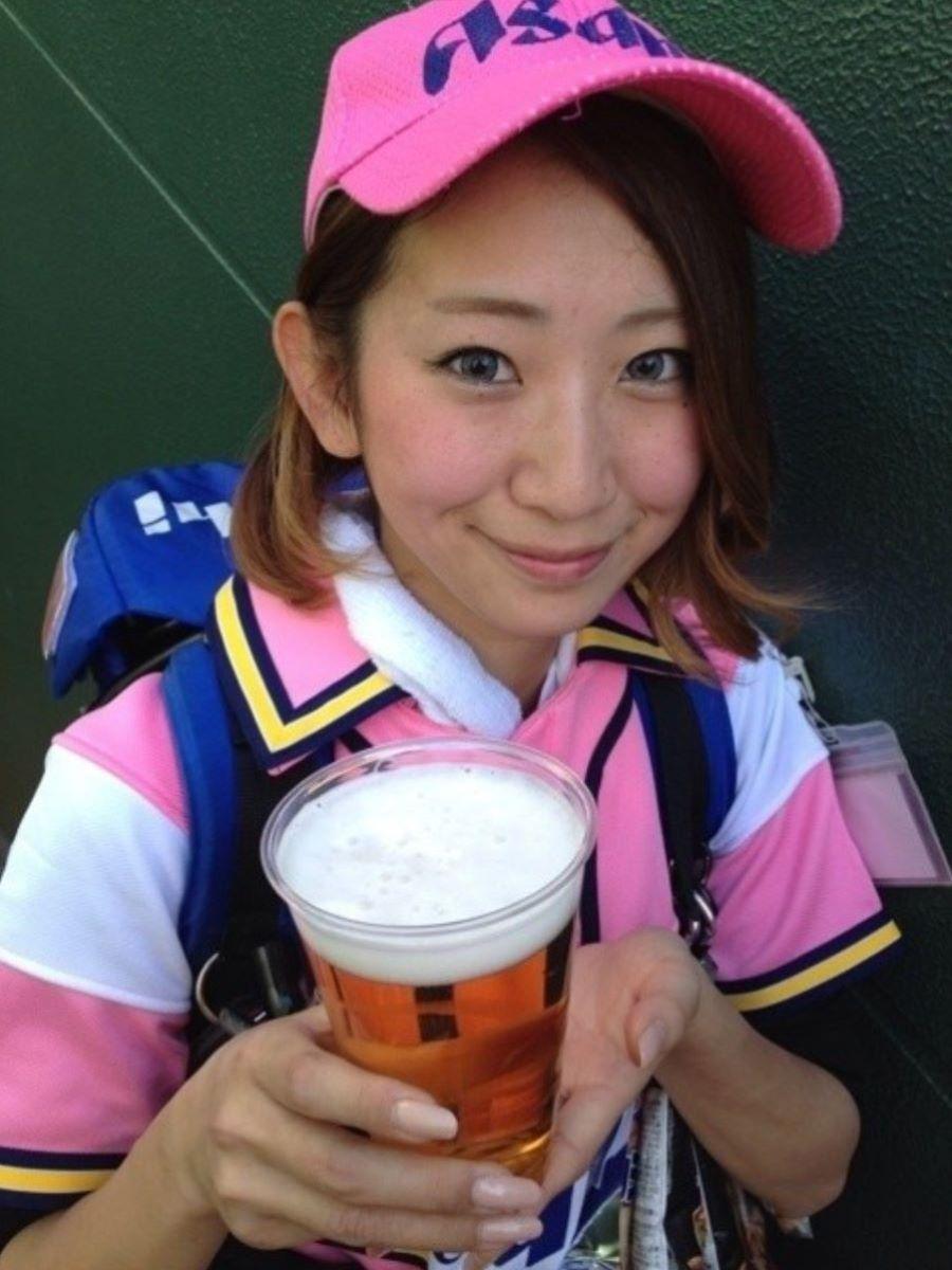 ビール売り子 エロ画像 44
