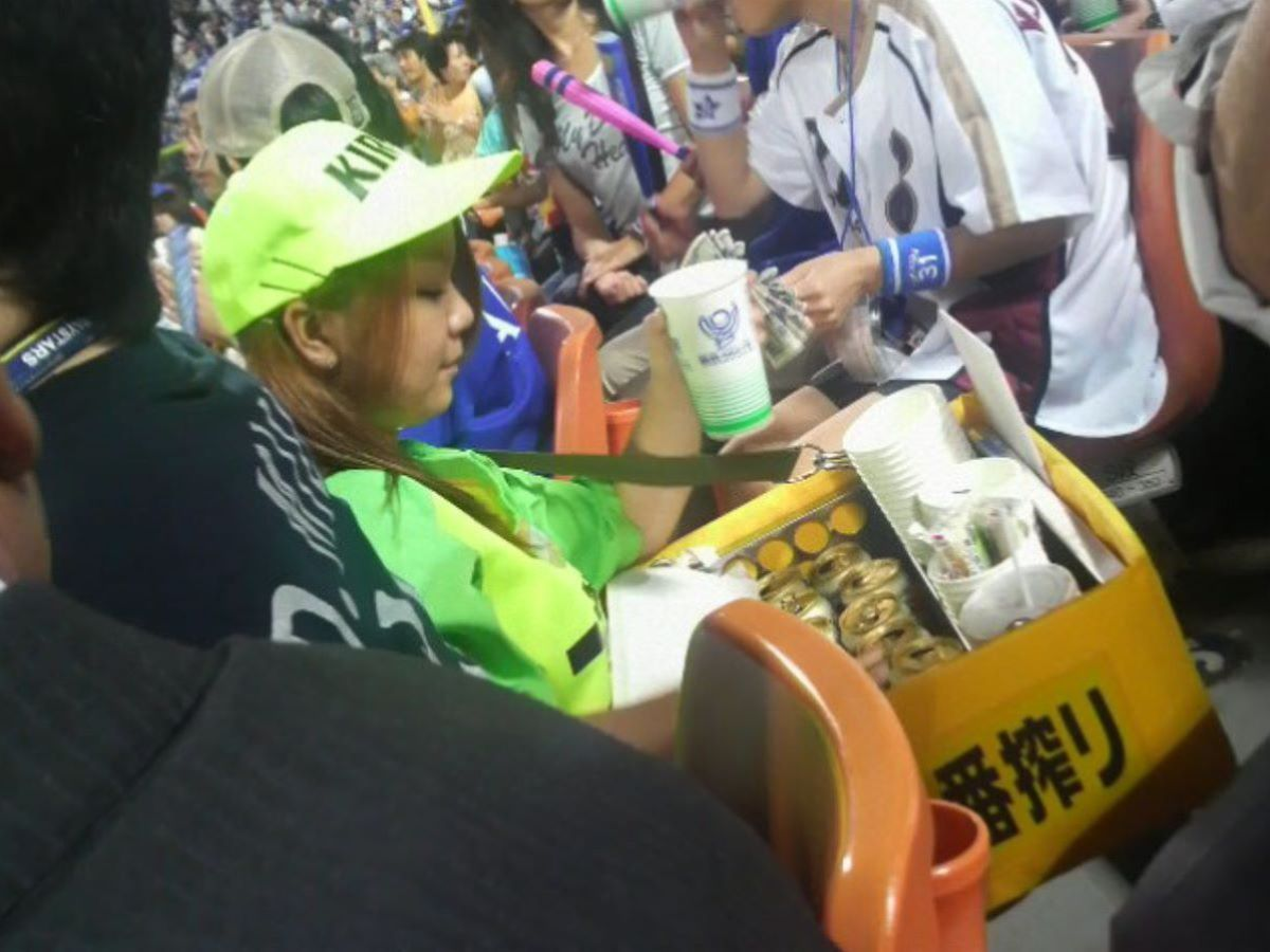 ビール売り子 エロ画像 47