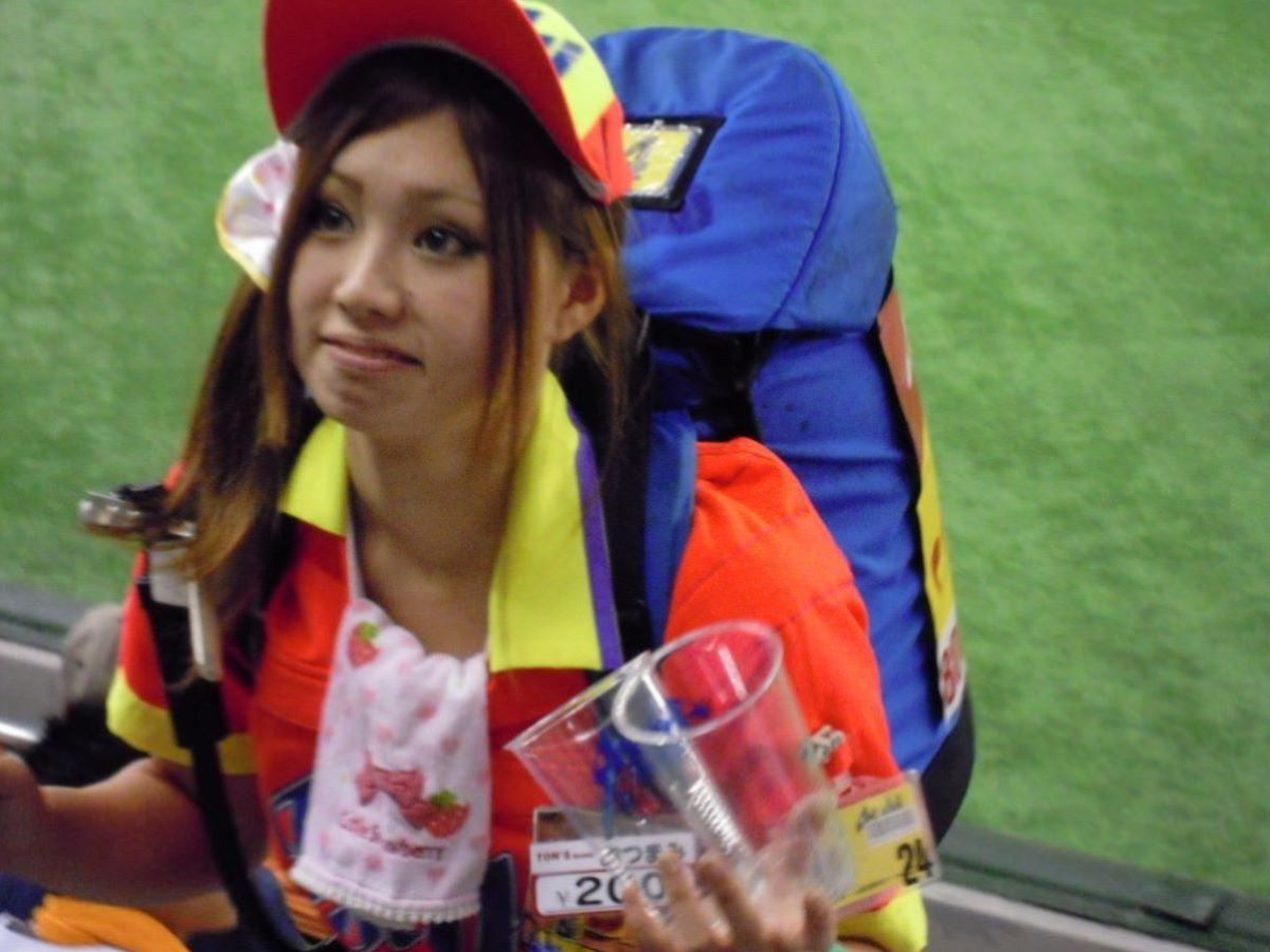 ビール売り子 エロ画像 49