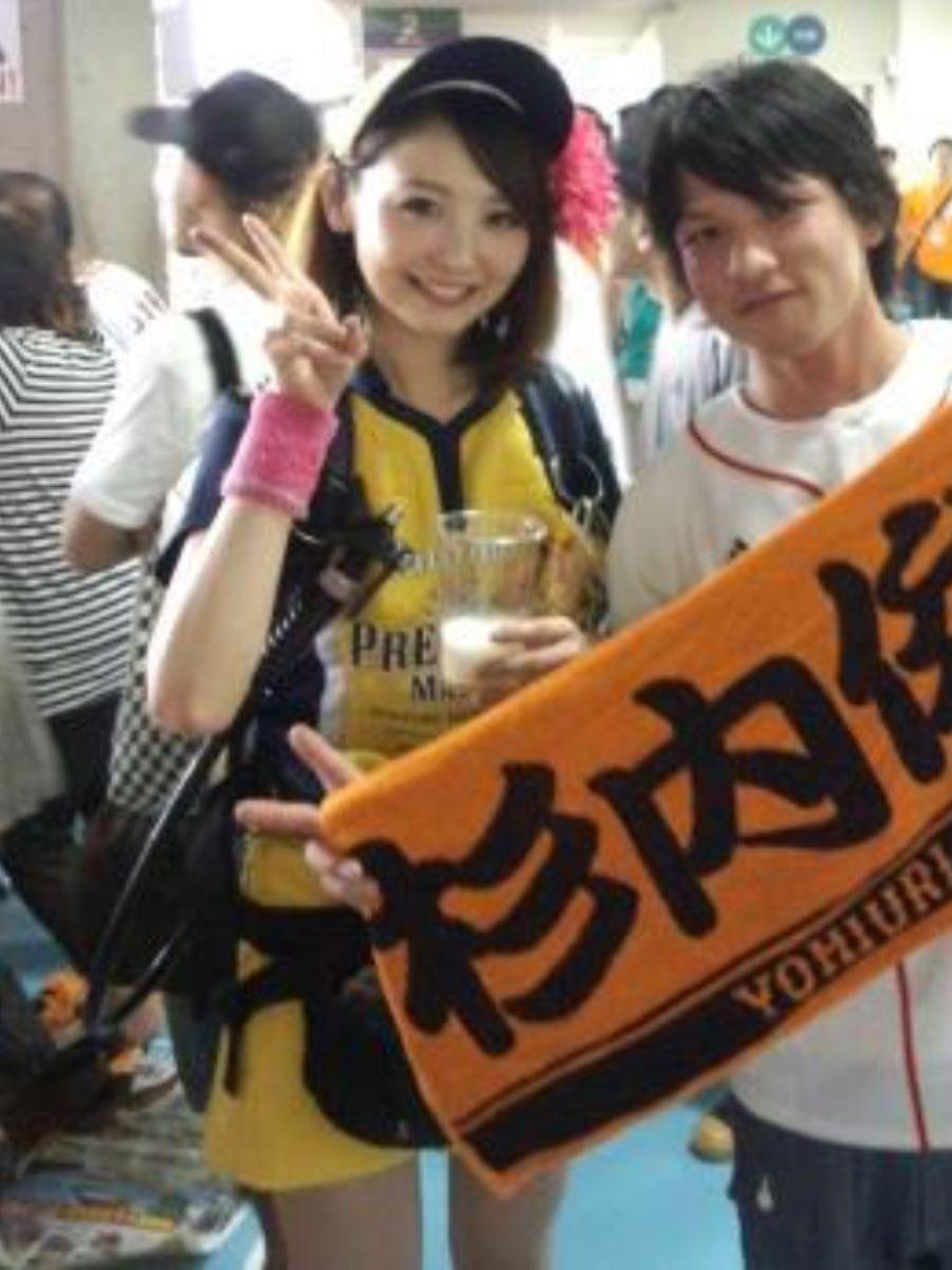 ビール売り子 エロ画像 54