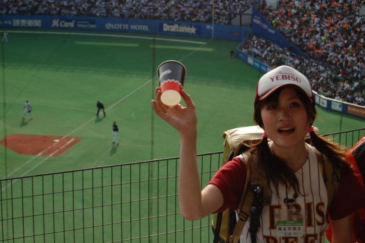 ビール売り子 エロ画像 57