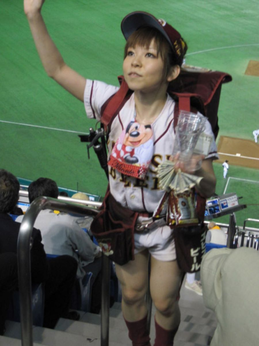 ビール売り子 エロ画像 62