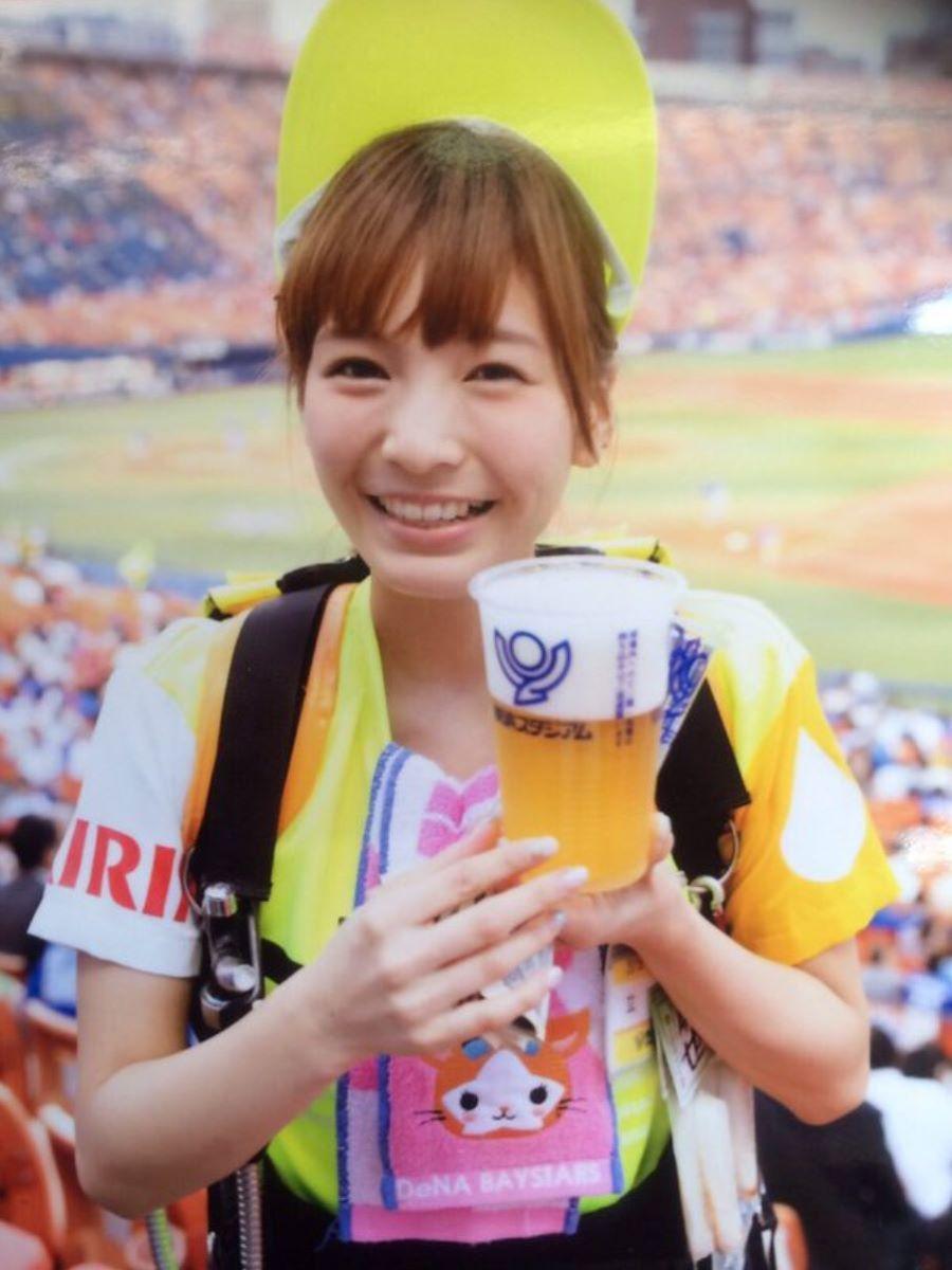 ビール売り子 エロ画像 64