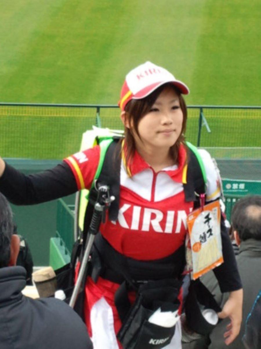 ビール売り子 エロ画像 67
