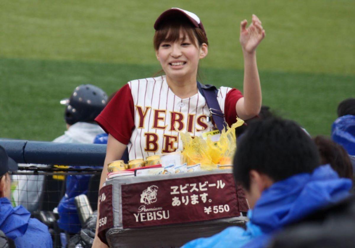 ビール売り子 エロ画像 69