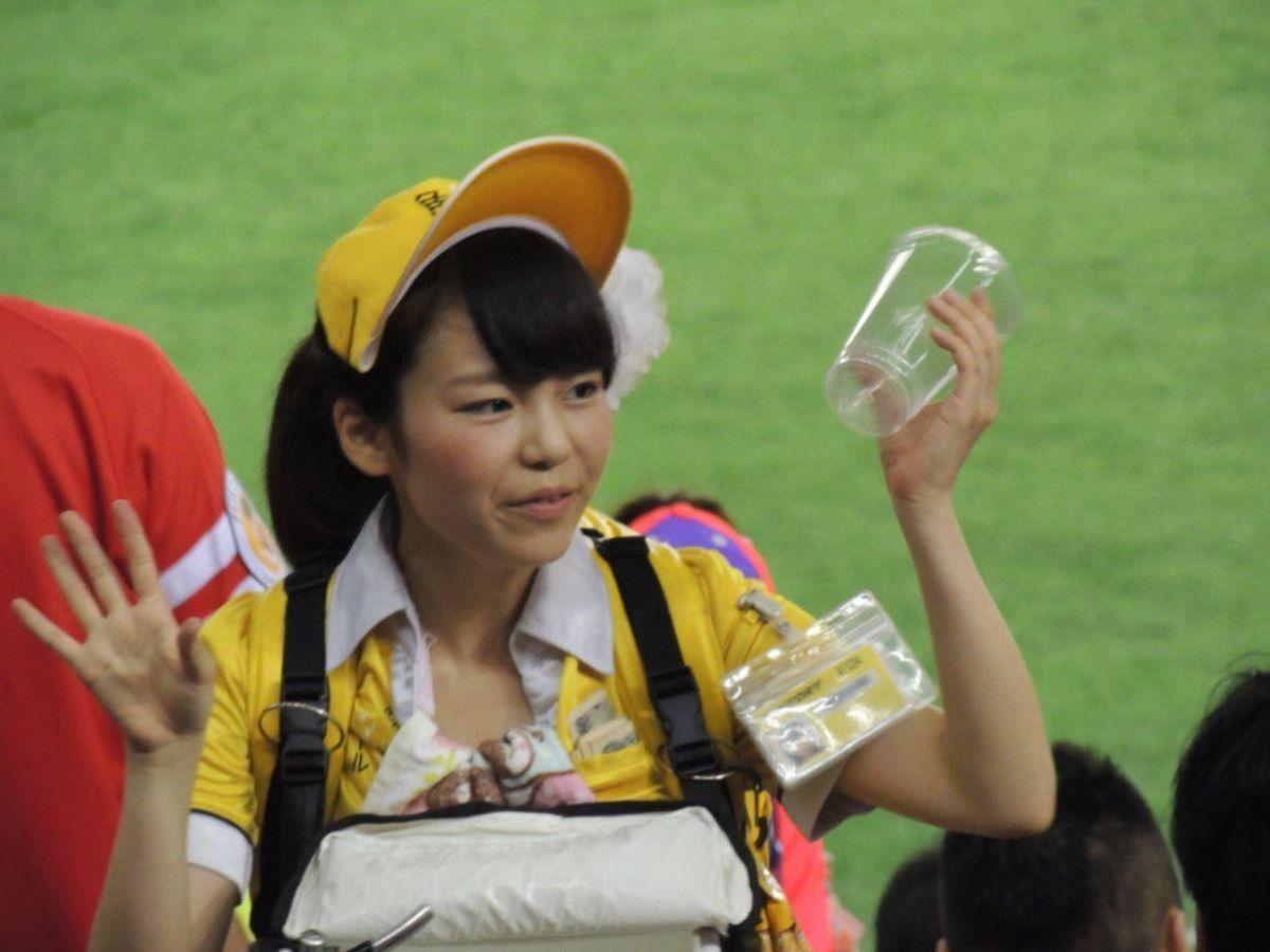 ビール売り子 エロ画像 72