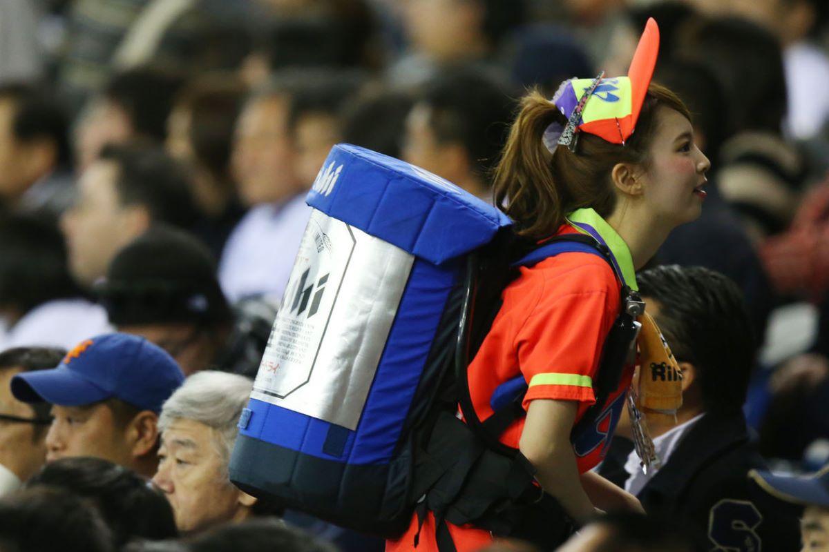ビール売り子 エロ画像 73