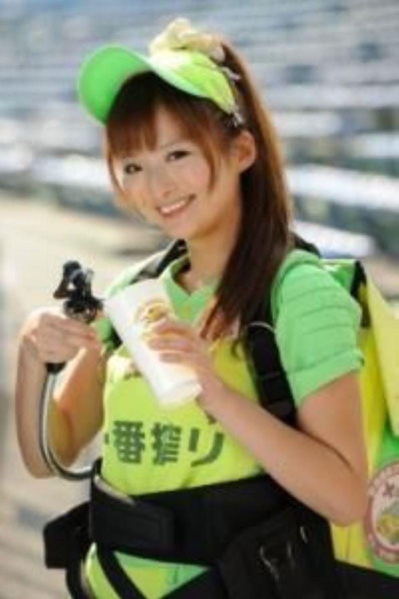 ビール売り子 エロ画像 85