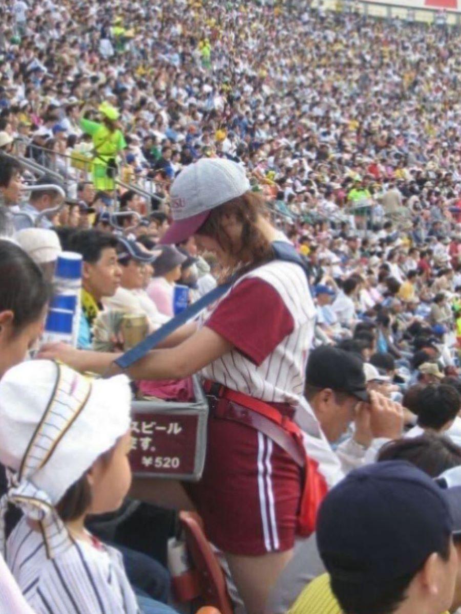 ビール売り子 エロ画像 92