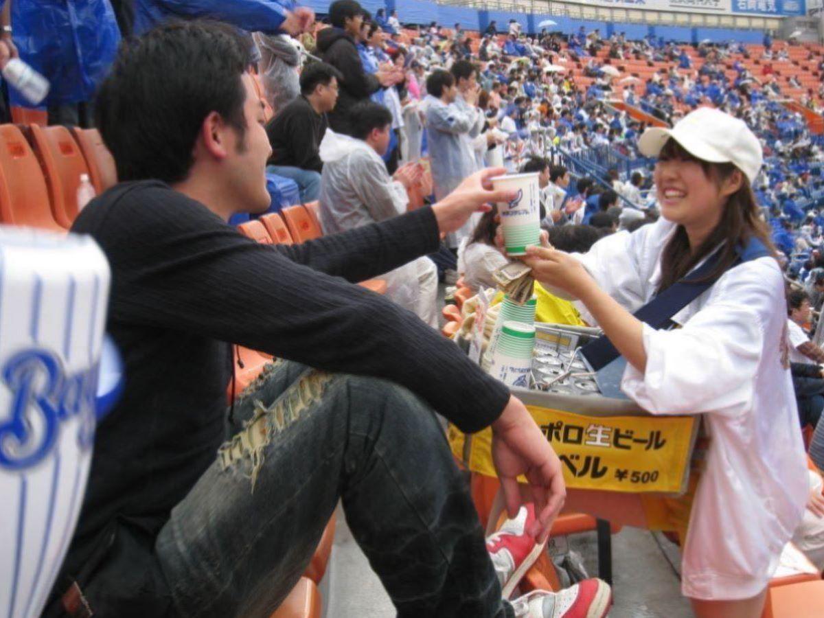 ビール売り子 エロ画像 105