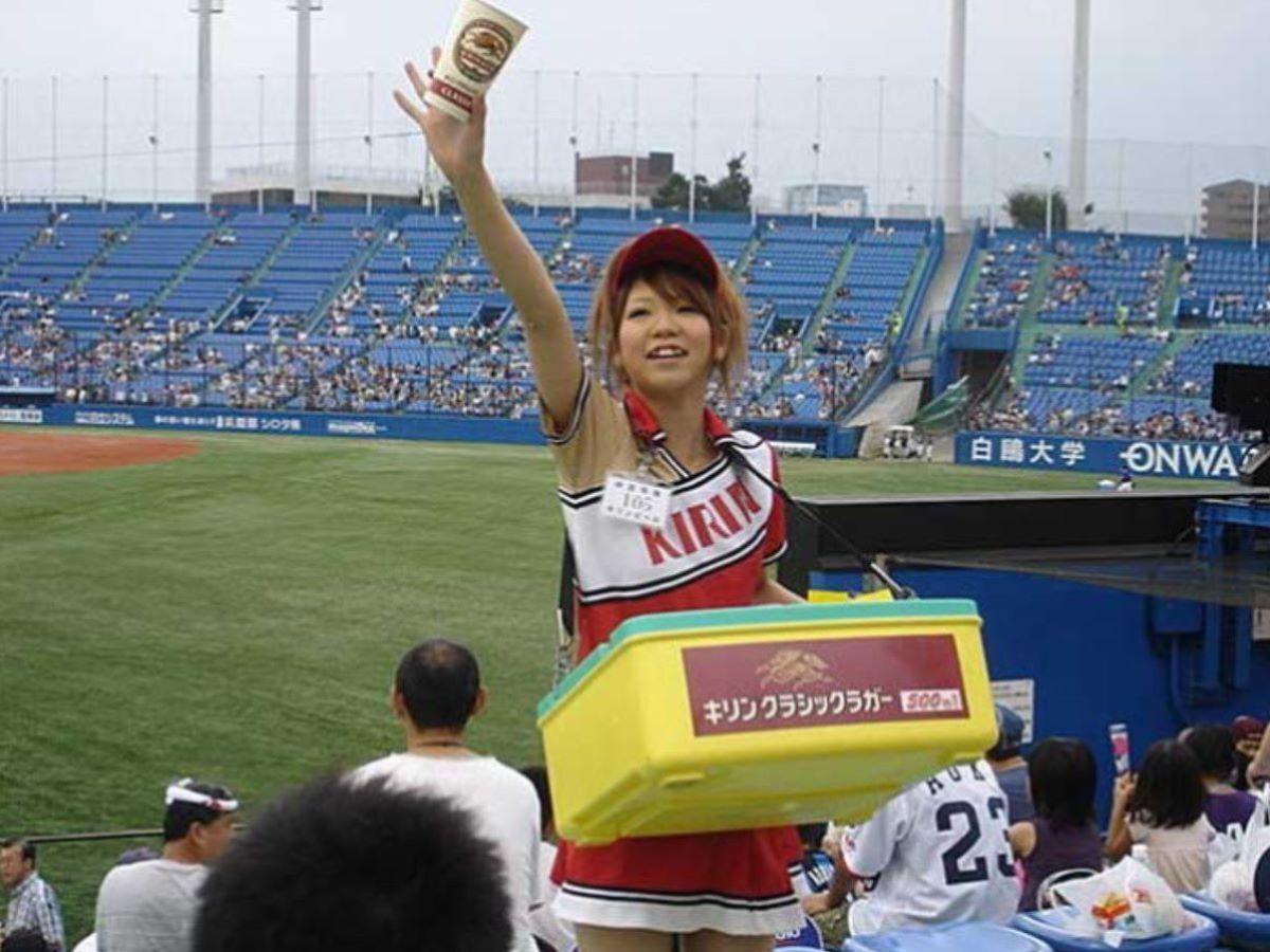ビール売り子 エロ画像 109