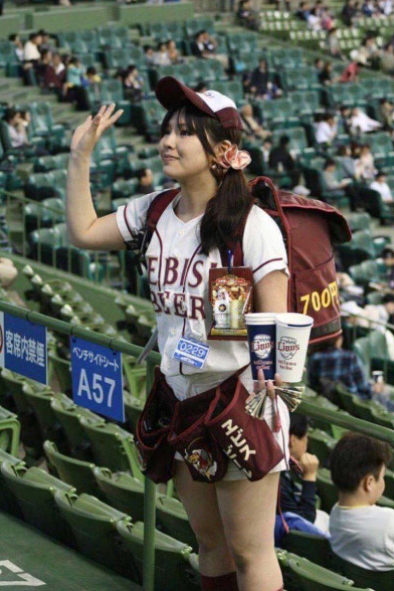 ビール売り子 エロ画像 119