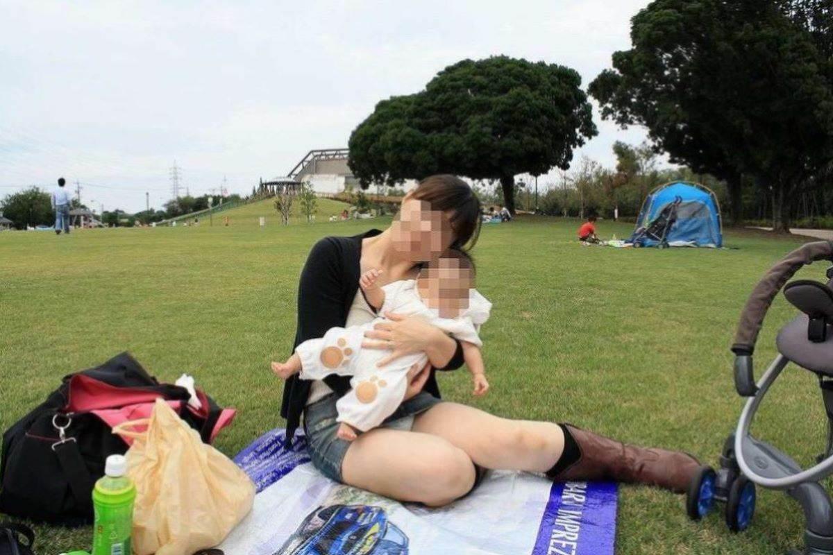 公園ママの人妻パンチラ 88