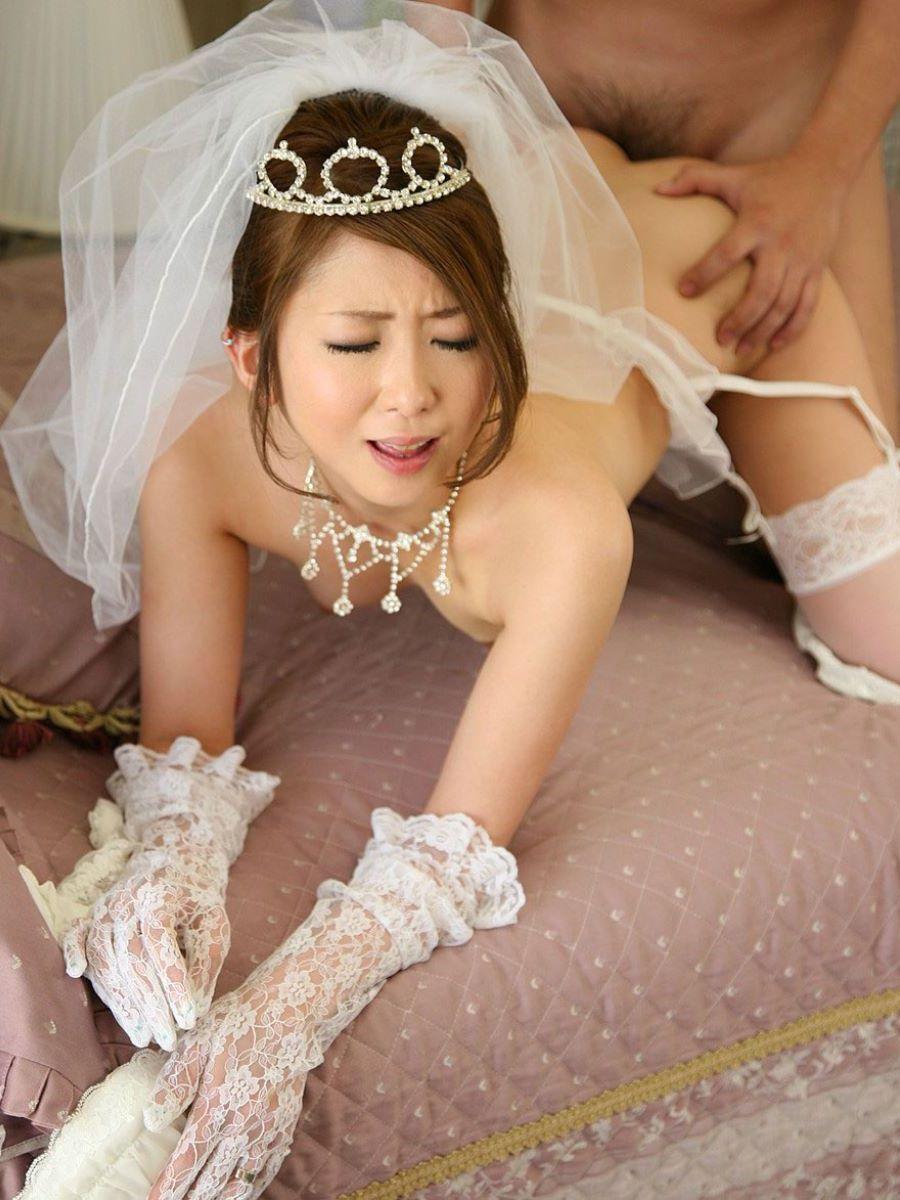 花嫁とウェディングドレスのエロ画像 11