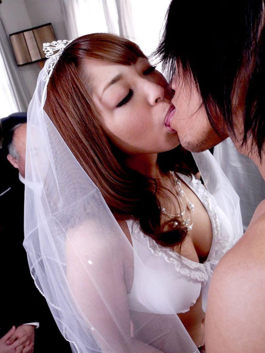 花嫁とウェディングドレスのエロ画像 18
