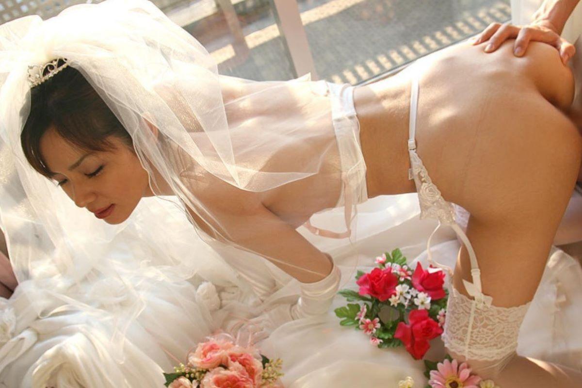 花嫁とウェディングドレスのエロ画像 66