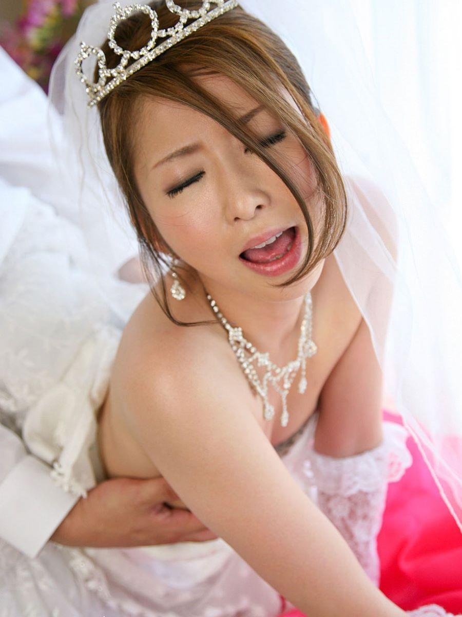 花嫁とウェディングドレスのエロ画像 80