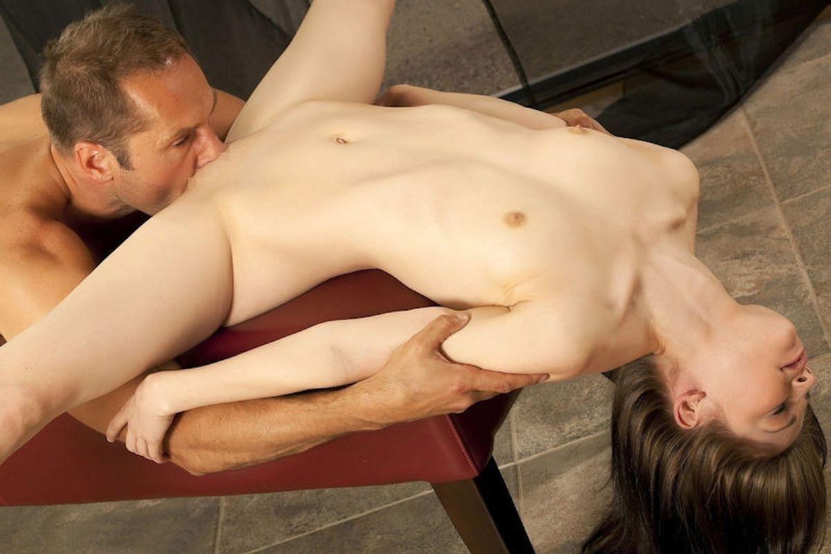 クリトリスを舐める外国人クンニ画像 19