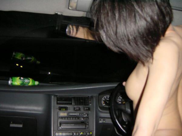 カーセックス 車内 マン汁 臭さい エロ画像 1