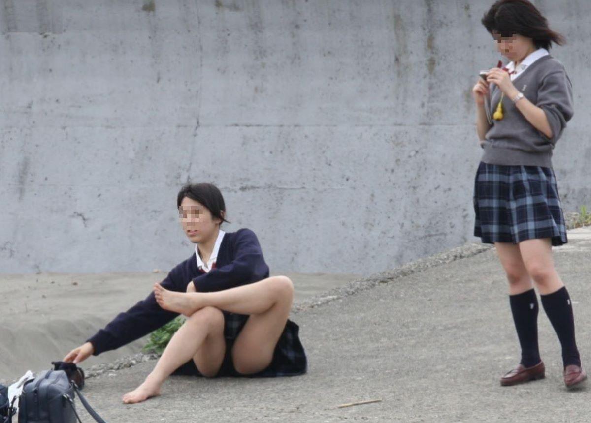 街撮りJKパンチラ画像 16