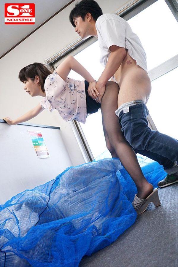 浮きブラ奥さんの朝ゴミ出しセックス画像 11