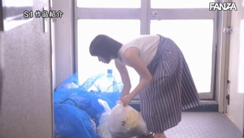 浮きブラ奥さんの朝ゴミ出しセックス画像 56