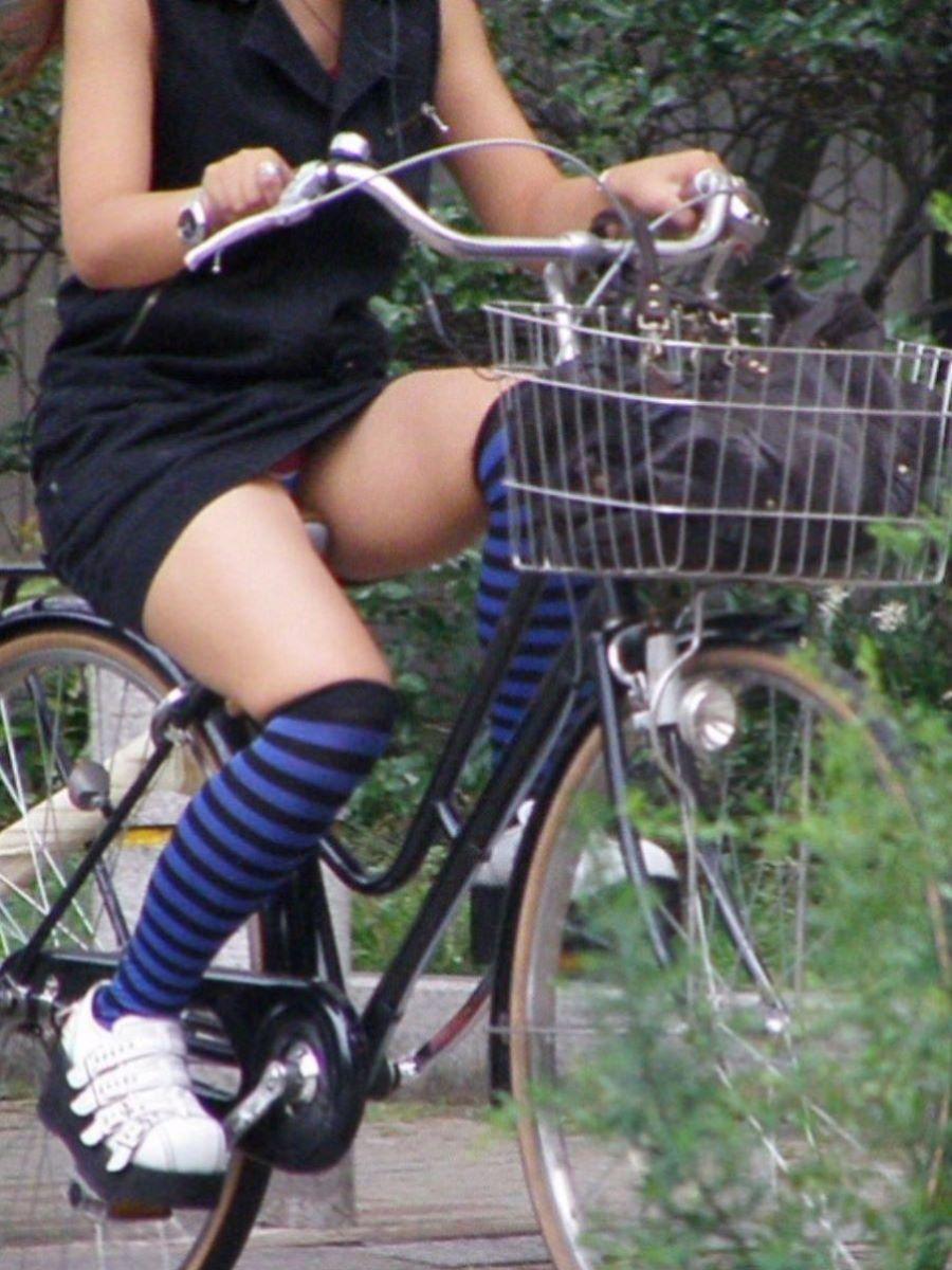 自転車のパンチラ画像 5