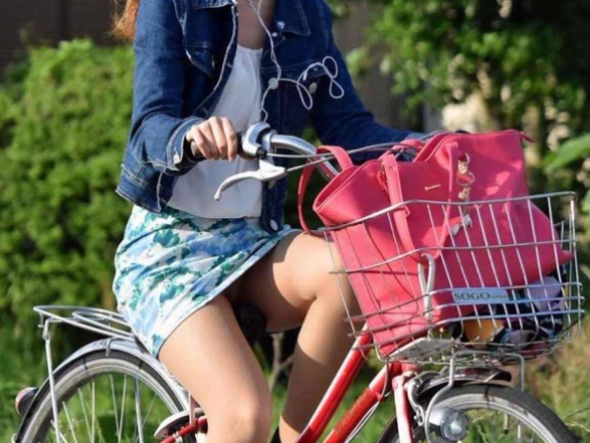 自転車のパンチラ画像 7