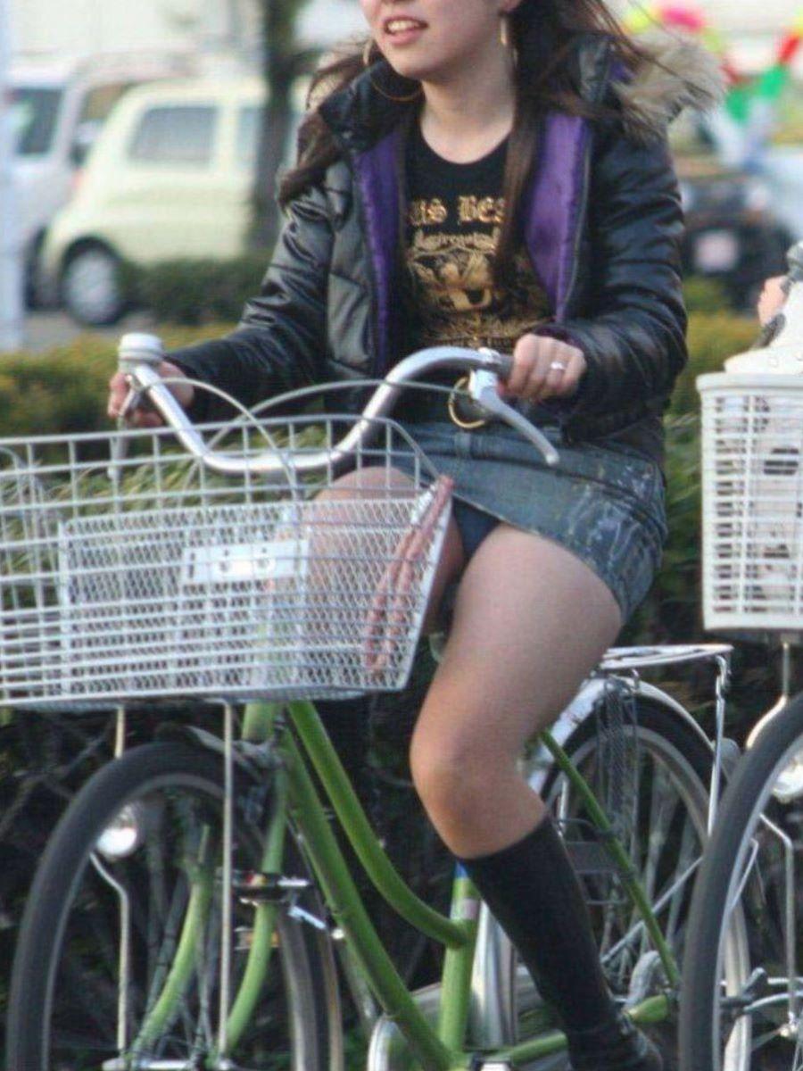 自転車のパンチラ画像 10