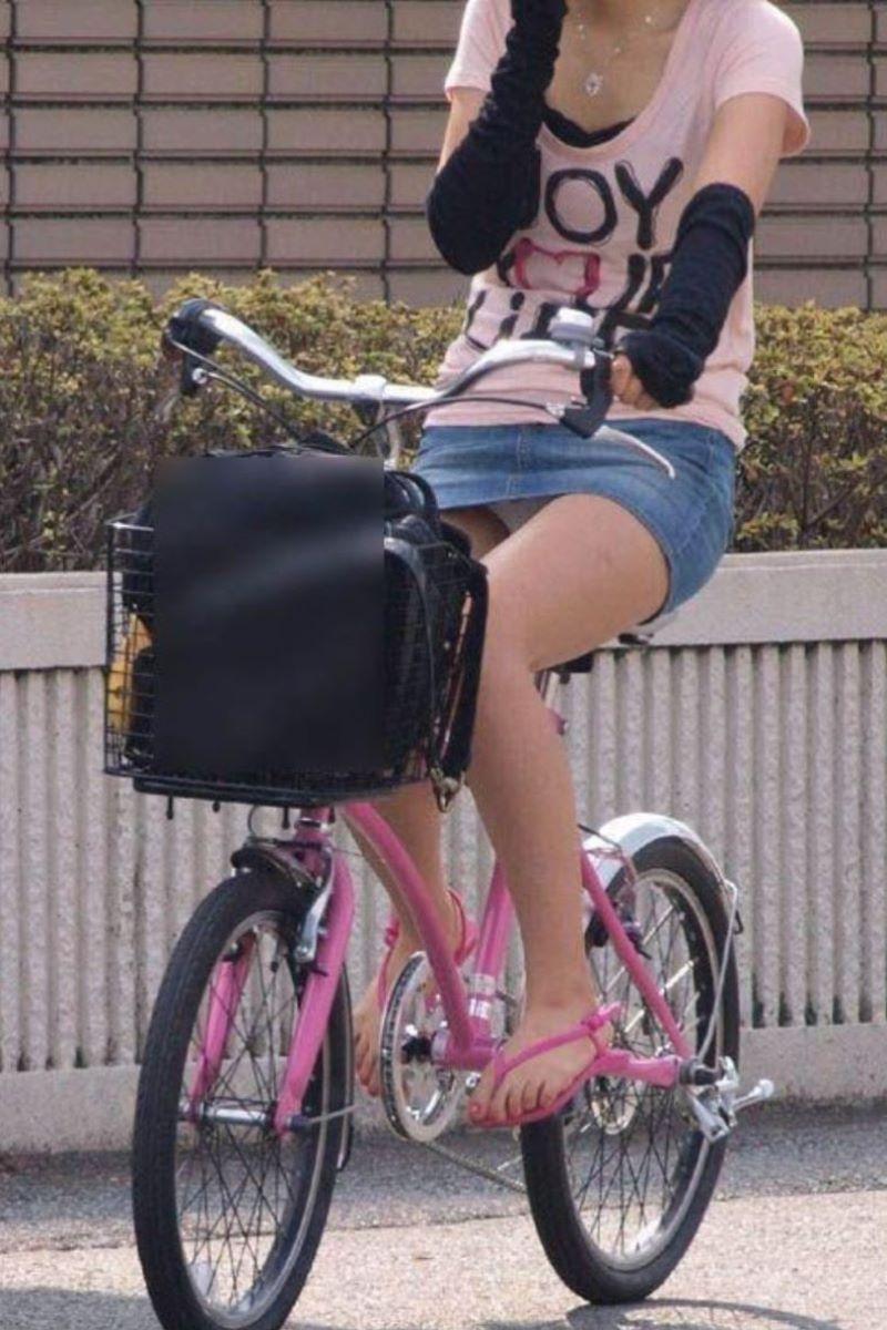 自転車のパンチラ画像 16